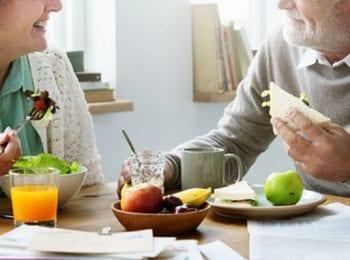 Plataforma ayuda a empresas a contratar adultos mayores